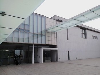 県立近代美術館.jpg